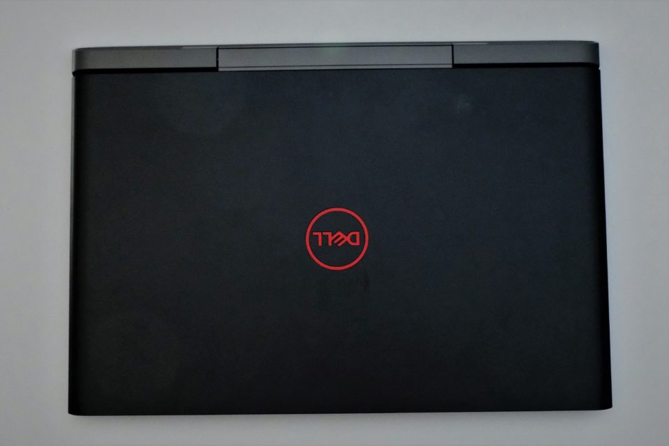 Dell G5 15 外観写真