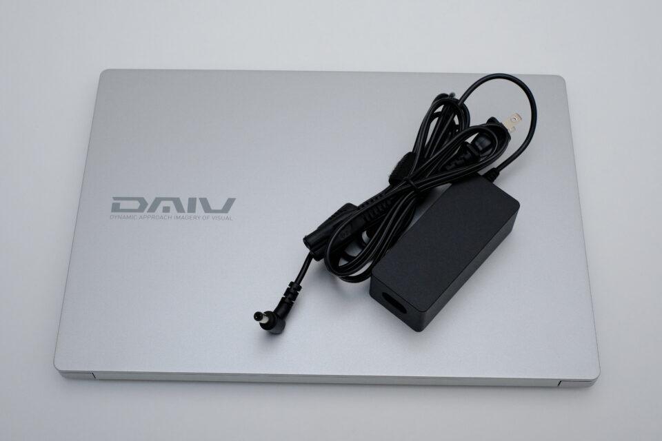 DAIV 4P,デザイン,感想,外観,写真,レビュー,ACアダプター